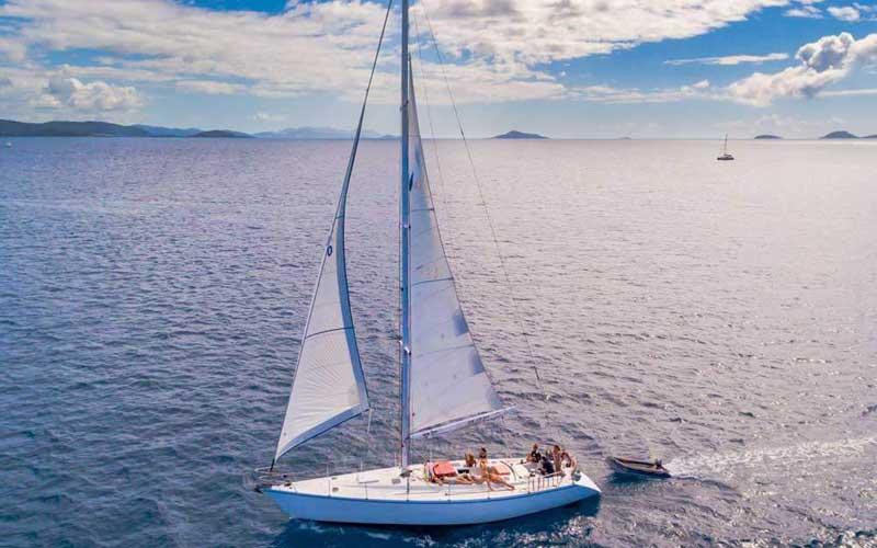 Mandrake Whitsundays departing airlie beah under head sail